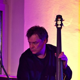 boris spielt bass